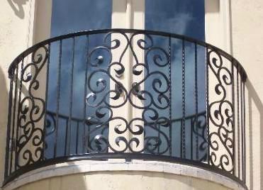 wrought_iron_balcony_railing_designs